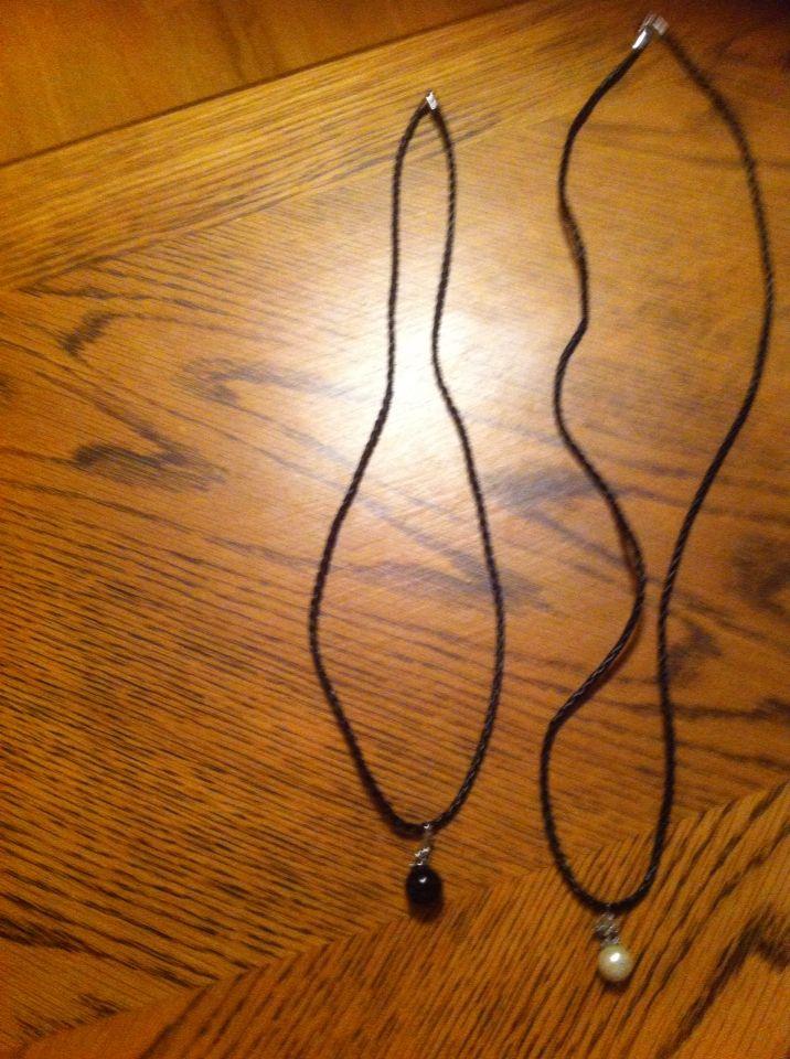 Halsband med berlocker