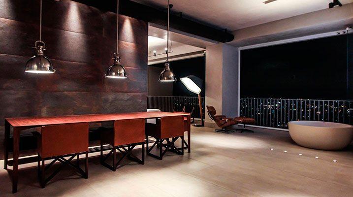 Sala de Jantar do projeto Ed. 360 - Banco mesa de jantar - Banco Bem, Mesa de jantar Dinn e aparador matriz - By Jader Almeida - Bruno Moraes Arquitetura