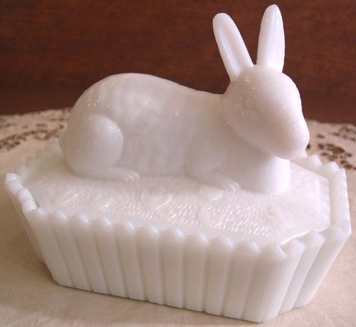 Vintage White Milk Glass Westmoreland Rabbit on Picket Base, 2-Piece Candy Dish