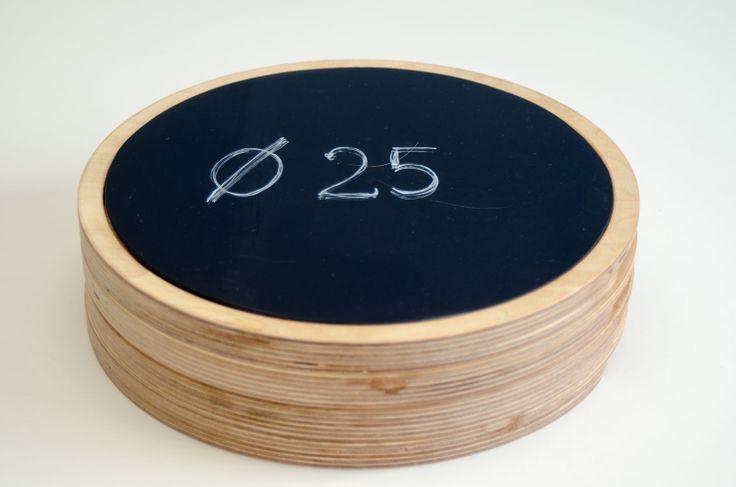 Nuestra nueva tabla de madera para pizarra extraíble de 25 cm de diámetro. Un lujo donde servir tu pulpo #regalos #bodas #comuniones #premios