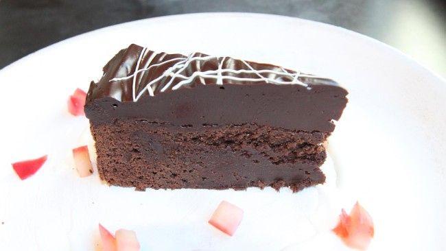 Konfektkake med mye mørk sjokolade fra Lise Finckenhagen.