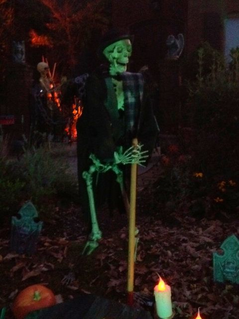 forum member the halloween lady skeleton grave digger - Cemetery Halloween Decorations