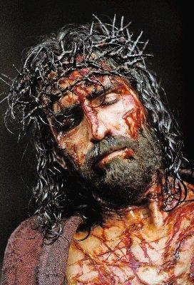 """""""Contemplemos com devoção o sangue de Jesus derramado até a última gota por nós na cruz pela redenção da humanidade"""" — São Padre Pio De Pietrelcina"""