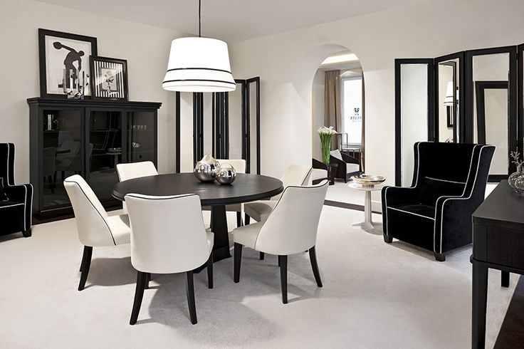 Black & white theme – Dining room Metropolitan style par excellence, black & white is a classic theme of the international style. Elegant, sophisticated and traditional, yet modern and trendy, it is proposed here in an extremely refined dining room interior design, and lighted by subtle touches of chrome and decorative details