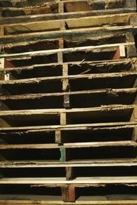 Backwoods Home:: DIY-How to Get #Free Pallet Wood and save Big Home Decor Dollars $$ !