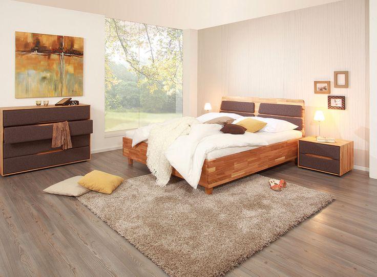 Das Moderne Massivholzbett Aus Edler Eiche Sorgt Für Ein Angenehmes  Raumklima. Ergänzt Um Die Passenden