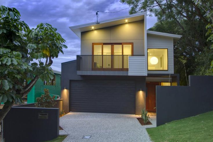 'Elanora' modern facade. Kalka home - Paddington, Brisbane. Colourbond Monument garage door