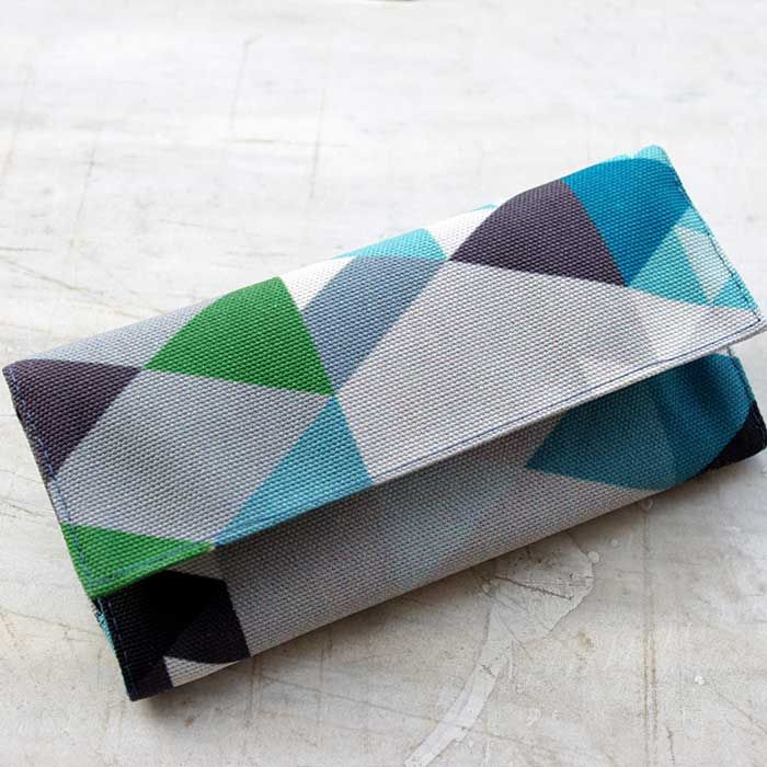 """Tobacco pouch """"Equilateral""""     Size: 21.5 x 16 cm open / 16 x 8 cm closed  Features: Special case for the tobacco packaging. Special case for the rolling papers. Adhesive closure compartment."""