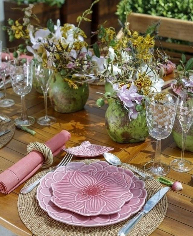 Spring style! PINK and GREEN! For the prettiest spring table settings!