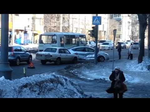 Авария с участием автомобилей Тойота Кроун и Тойота Приус