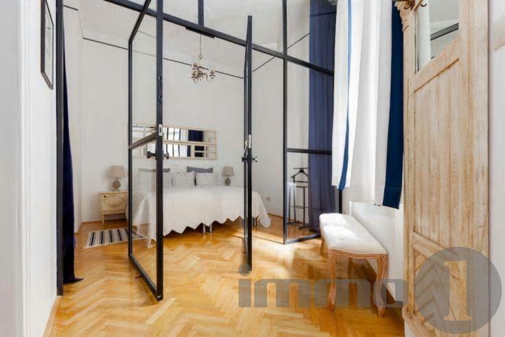 Eladó I.kerületben 40 nm2 extra kivitelben elkészített, 2 szobás igényes anyagokkal kivitelezett, tégla lakás a vár aljában.