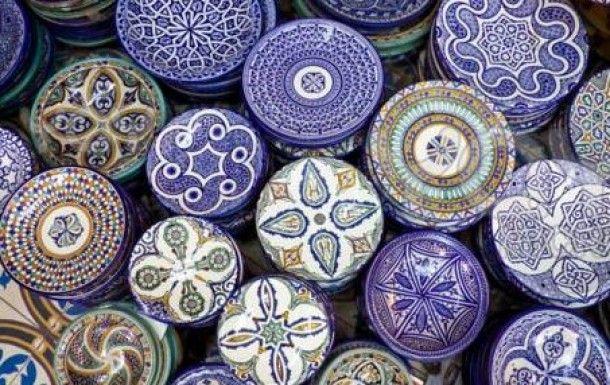 Marokkaanse borden met blauw