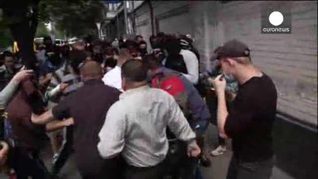 Enfrentamientos a las puertas de un templo ortodoxo ruso de Kiev