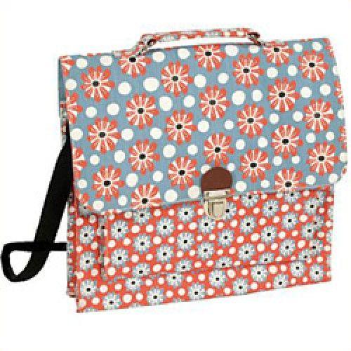 Tassen, koffers en zo-handtas of kleine schooltas-marguerite-La Marelle Editions-4641-In tegenstelling tot wat je zou denken, is deze kleine tas niet gemaakt voor kleine kinderen, maar voor grote meisjes die graag jong van hart blijven.