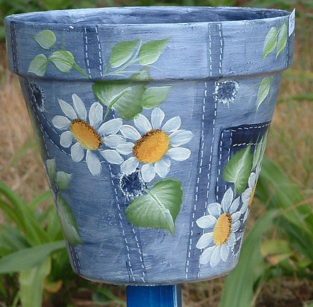 Denim pot with daisies