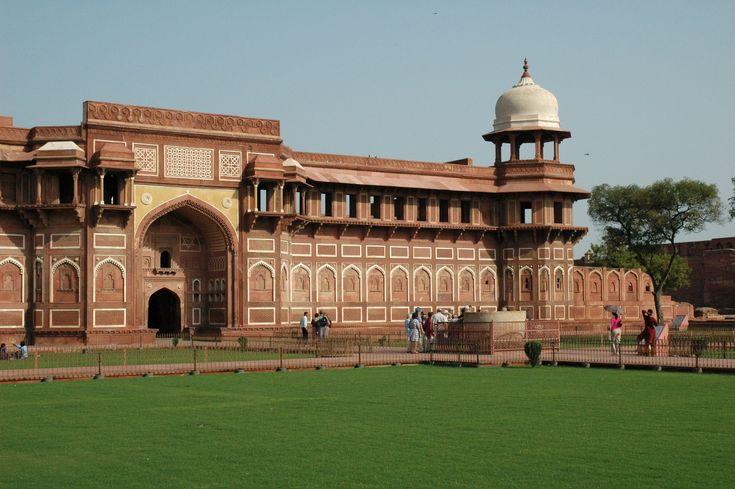 Coloreable India ofrece India tours y servicios de viajes para que tus vacaciones sean inolvidables y emocionantes. Ofrece tours de grupos pequeños de gente española   http://www.colourableindia.com/