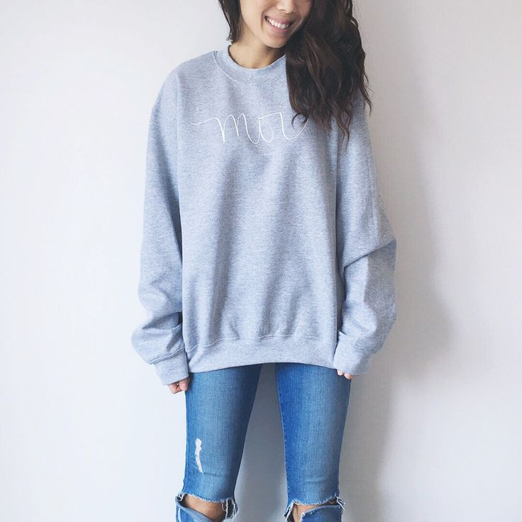 My style: The Untitled Shop Moi sweatshirt, Frame ripped skinny jeans #girlsinframe #dailylook #dailyoutfit #fashion #fashiondiaries #lookbook #mystyle #myaritzia #NowhereEverywhere #ootd #outfit #ootdwatch #style #stylegram #styleinspo #streetlook #streetstyle #streetfashion #wiwt #whatiwore #theuntitledshop
