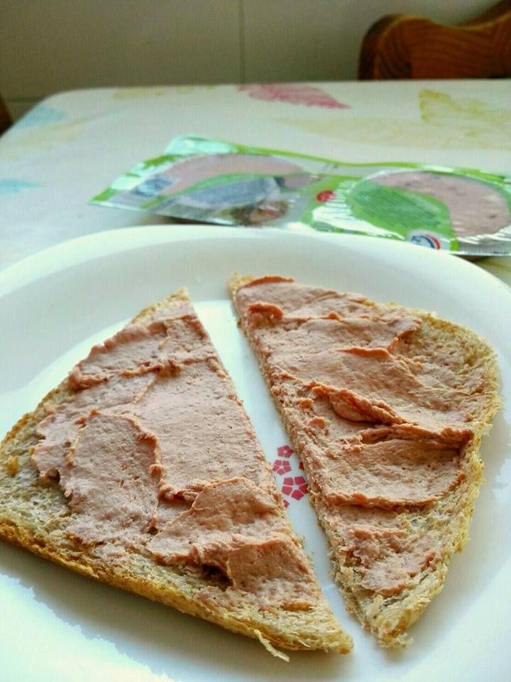 Para coger fuerzas a mitad del día no hay nada mejor como un sándwich de paté al jamón serrano de #LaCuina #AlmuerzosGourmet #sabercomer #comidasana #recetasGourmet