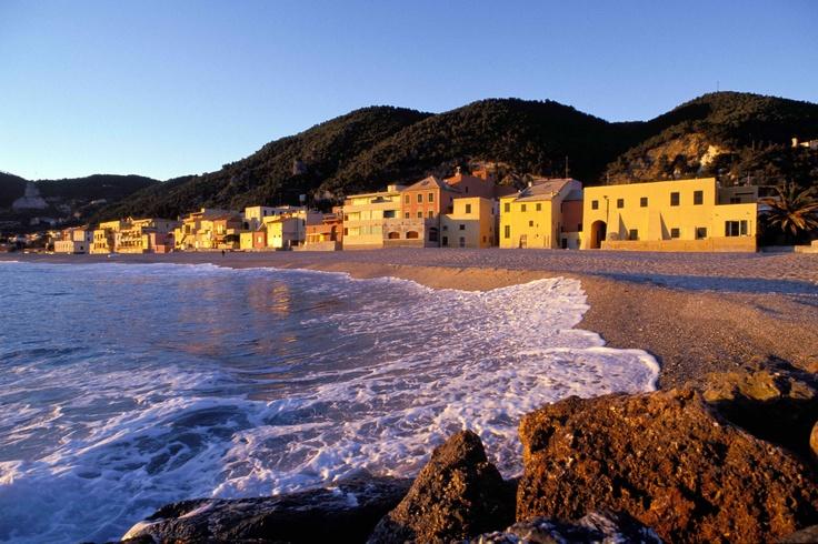 La spiaggia di Varigotti, Savona, Liguria - © Silvio Massolo