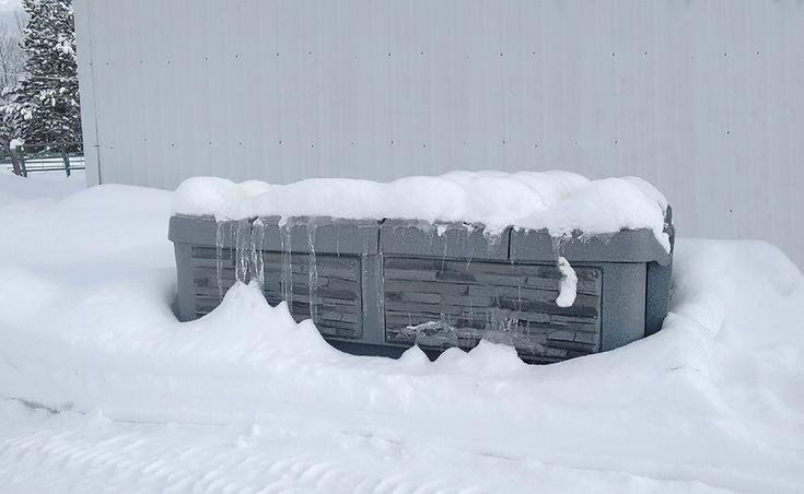 ZIMA - NEZIMA, vírivka vás zohreje. Vyberte si teraz tu vašu!  P.S.: Sneh na vírivke je vždy dôkazom, že termokryt funguje presne tak, ako má. Drži teplo vo vnútri. Sneh sa neroztápa.
