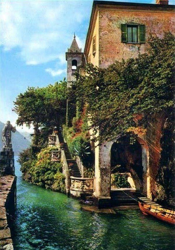 architecture traditionnelle : lac de Come, Alpes, Italie