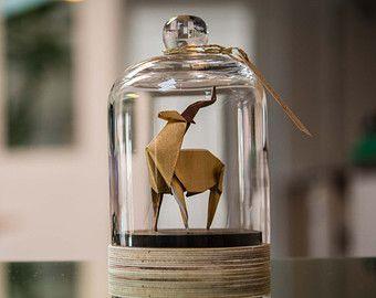 Sculpture origami d'antilope sous cloche verre par FlorigamiShop