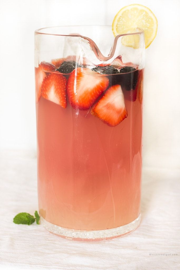 Red Wine and Berries Lemonade