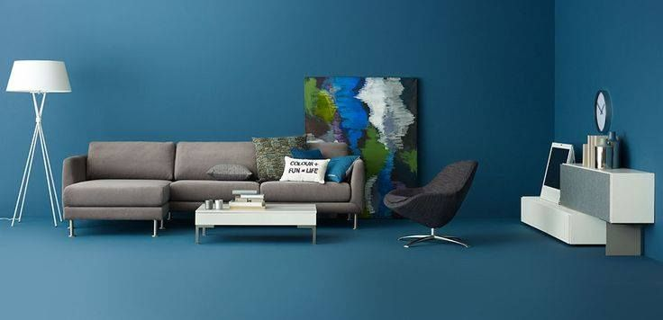 Give your living room a makeover with our Fargo sofa designed by Anders Nørgaar who specializes in creating unique modular concepts. Place it in a blue walled room and blend it with the grey and white tones to give it a bright and summery touch. #AndersNøgaardFeature #HomeDecor #BoConceptLiving #HomeDecor #Designer #Modular #Furniture