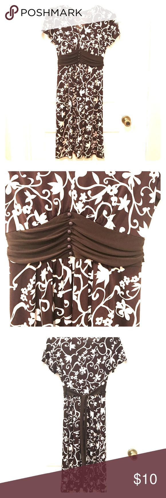 Spring dress Beautiful details on this brown/ivory floral print dress, buttons, roushing, tie in the back, short sleeves, v-neck.  🚭🏡✅🐶 Dresses Midi
