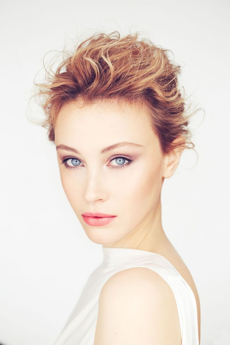 Sarah Gadon – Canadian Actress     ** CelebShot.CO **    http://celebshoot.co/?p=2135