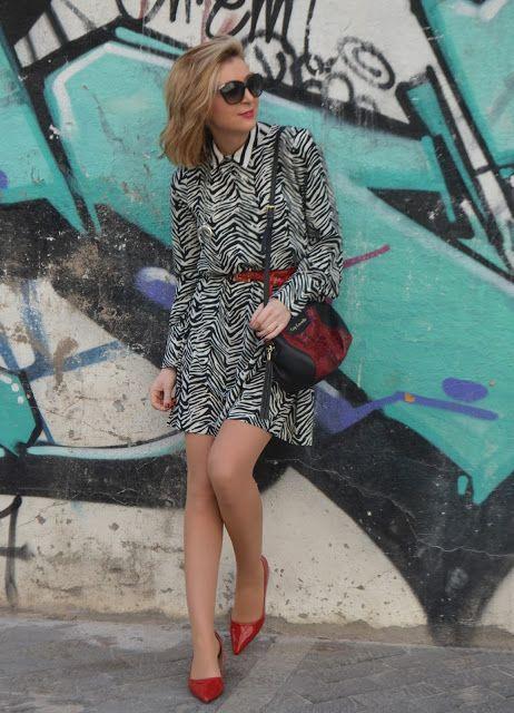CEBRA - Un vestidor con ideas #fetishpantyhose #pantyhosefetish #legs #heels #blogger #stiletto #pantyhose #tan