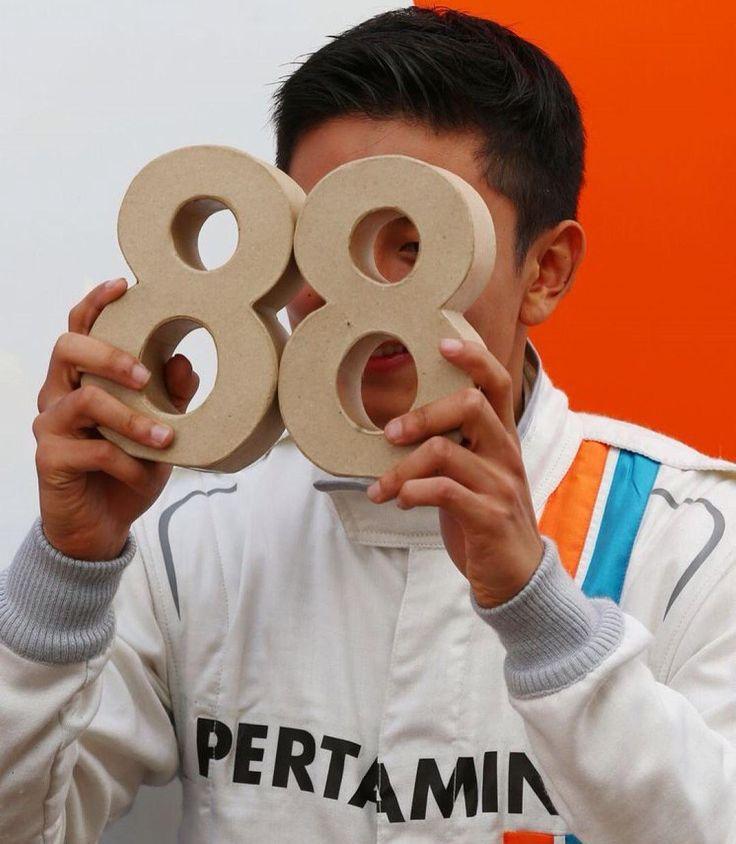 Kenapa di F1 memakai nomor #88 ? Karena nomor #88 ini nomor balap yang kompetitif dan bersejarah bagi @rharyantoracing #88 semenjak dia berkompetisi di ajang single seater ! ( photo by : @GPUpdate ) #TeamRH88 #IndonesiaF1 #RioHaryantoF1 #RacingForIndonesia #manorracing #MRT05 #motorsport #proudtobeIndonesia by sahabatrio