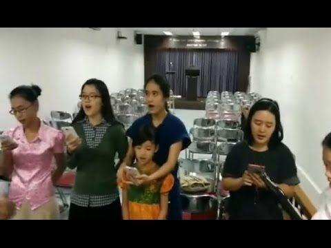 LOUVANDO A JEOVÁ NA LÍNGUA MALAIA ( PARABÉNS QUERIDOS IRMÃOS )