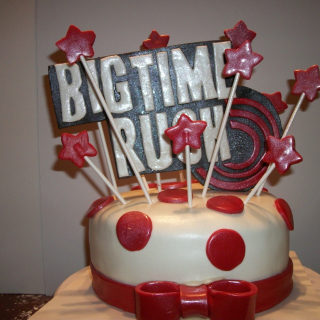 Big Time Rush cake. I seriously want this cake for my next birthday! <3