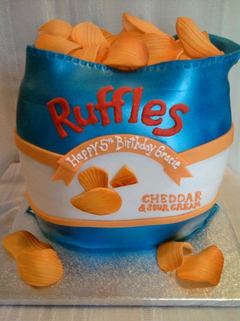 ruffles by Sugar Dreams Cakes and Things, via Flickr