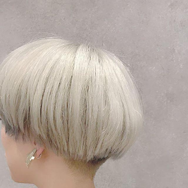 うしろです。たまにはインスタらしい投稿なんて . . #刈り上げ #刈り上げ女子 #刈り上げ友の会 #マッシュ #マッシュヘア #bowlhaircut #mushroomcut #whitehair #snowhair #myhair #fashion
