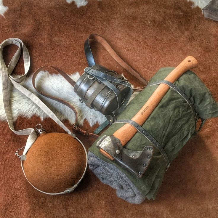 Oldschool kit. Half lavuu tent, woolblanket, axe and mess tin attached to simple selfmade harness