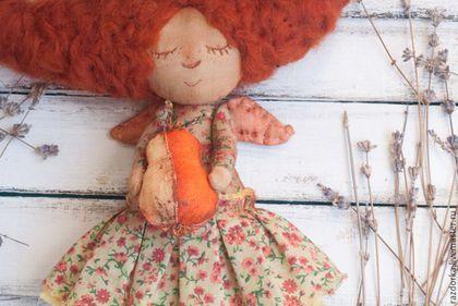 Купить или заказать 'Осенняя феечка с грушей' Интерьерная кукла в интернет-магазине на Ярмарке Мастеров. Интерьерная феечка, тонирована кофе и корицей, одежда искусственно состарена чайным раствором. Мечтательная, изящная, нежная. Держит грушу.. С крылышками.