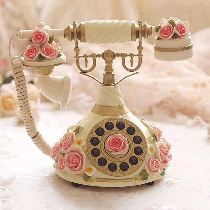What a beautiful old phone  WOW  ♥3