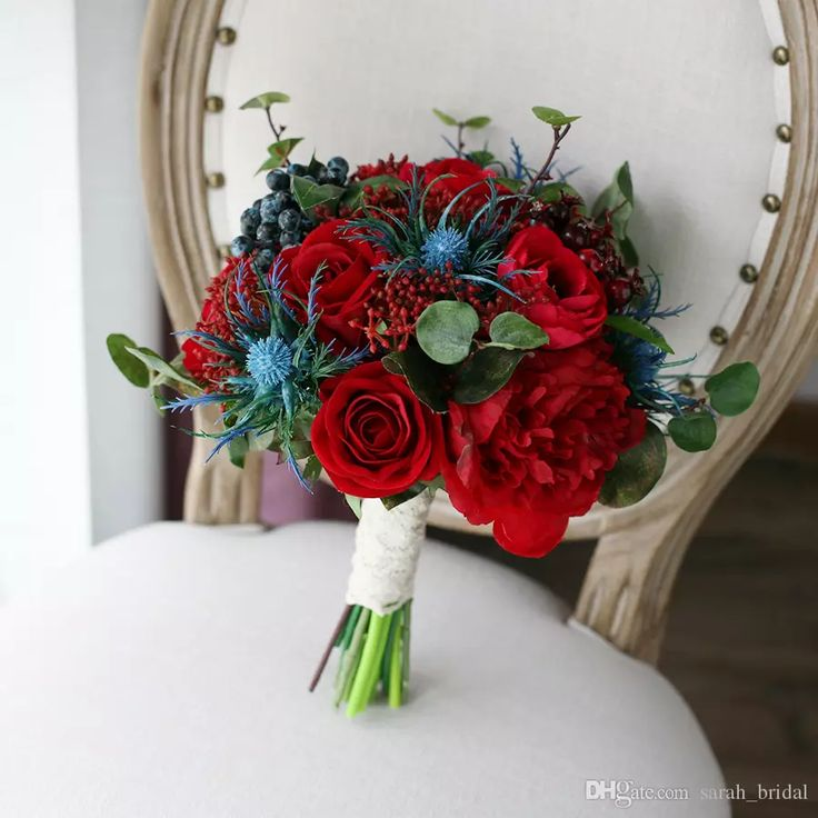 New Fashion Red Hand Made Wedding Supplies Bridal Bouquets Royal Blue Rose Bacca Peony Tulip Decoration Artificial Bridesmaid Flower