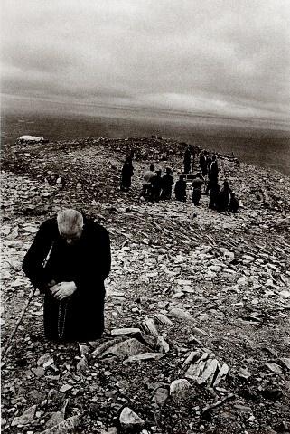 "Fotografie ""marketa luskacova pilgrim on st patrick's mountain 72"" | Markéta Luskačová  Photogallery"