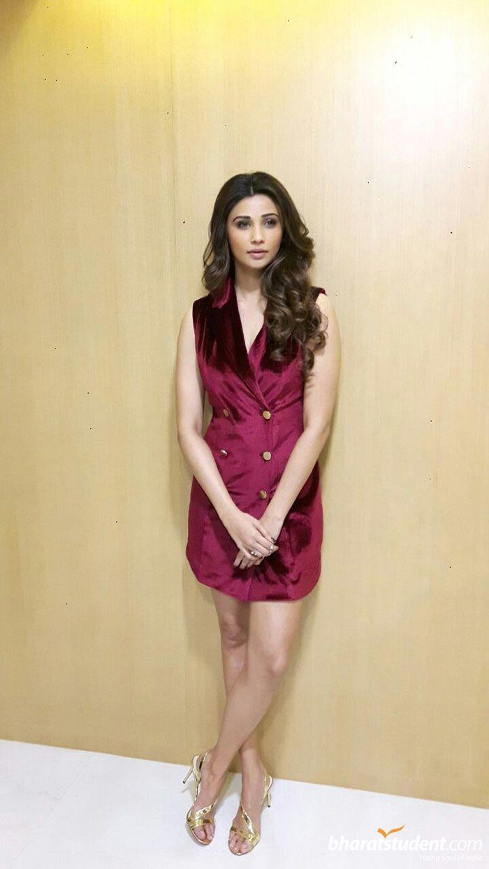 Hindi Actress Daisy Shah Photo gallery