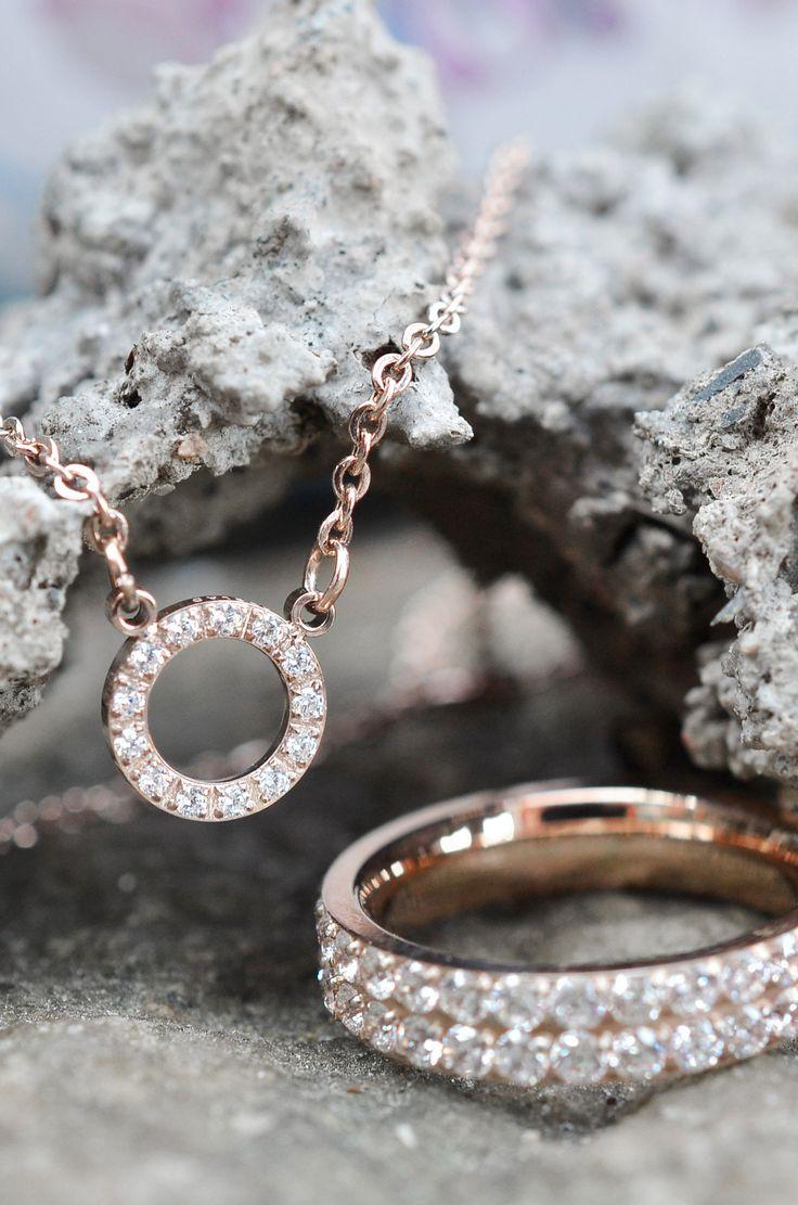 Smycken från Edblad, halsband och armband i rosé. | Necklace and ring inspiration | www.mandeldesign.se