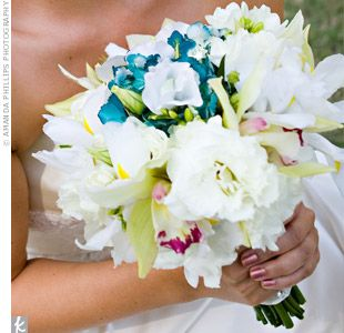 Just a little color.: White Flower, Bridal Bouquets, Flower Bouquets, White Bouquets, Flower Ideas, Something Blue, Blue Flower, Blue Bouquets, Bridesmaid Bouquets