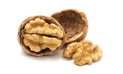 8 aliments pour se nettoyer le foie de façon naturelle - Santé Nutrition  Les noix  Riches en L-arginine (un acide aminé), en glutathion et en acides gras oméga 3, qui contribuent au processus de purification du foie et aident à détoxifier le foie de l'ammoniac, qui cause des maladies. Les noix facilitent également l'oxygénation du sang, et les extraits de leurs coques sont souvent utilisées dans la production de formules de purification du foie.