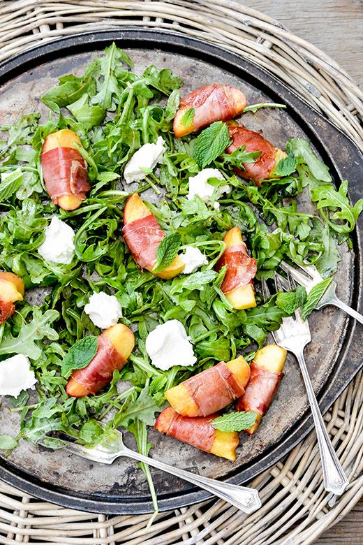 Prosciutto-Wrapped Peach and Arugula Salad | www.floatingkitchen.net