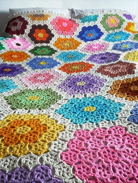 absolutely gorgeous! hexi flower afghan