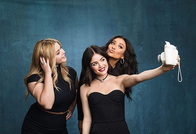 It's no lie that they've perfected the selfie. #PLL #PrettyLittleLiars
