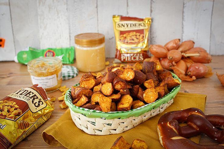 Kennt ihr das Original Snyders Brezel Snacks? Die sind wirklich total lecker und ganz einfach nachgemacht. Vor allem könnt ihr die mal zubereiten, wenn ihr ein paar Brezeln vom Frühstück übrig habt.