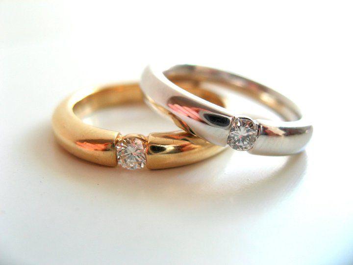 Verlobungsringe aus Gelbgold und Weißgold mit Brillant.  Goldschmiede Stephanie Berger